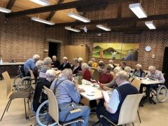 Ældre mennesker på Asp Friplejehjem får støtte af Privathjælpen